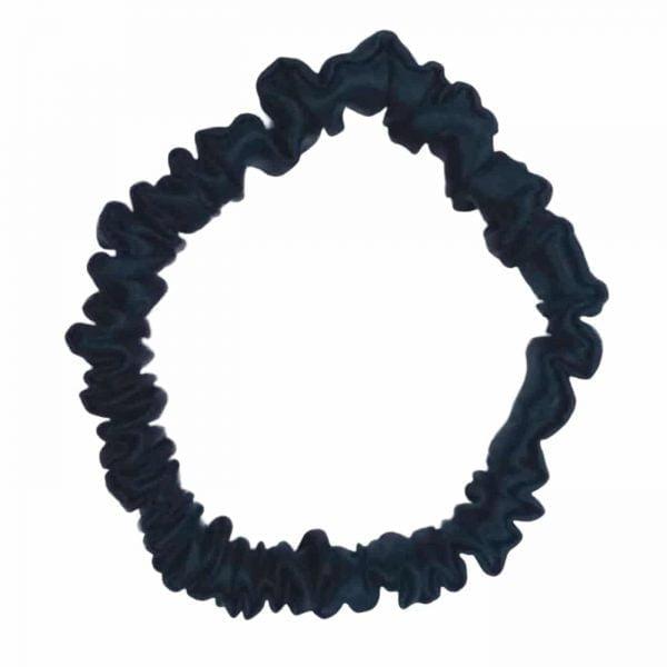czarna mała gumka do włosów wykonana z czystego jedwabiu
