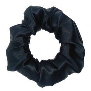 duża czarna gumka do włosów wykonana z jedwabiu