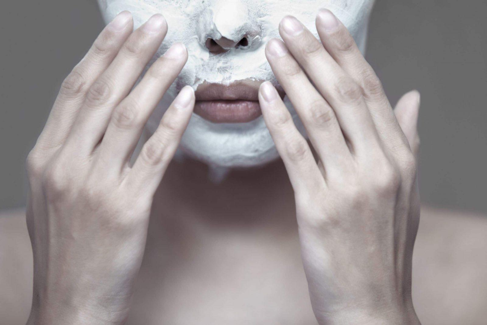 wykonywanie peelingu twarzy w domu